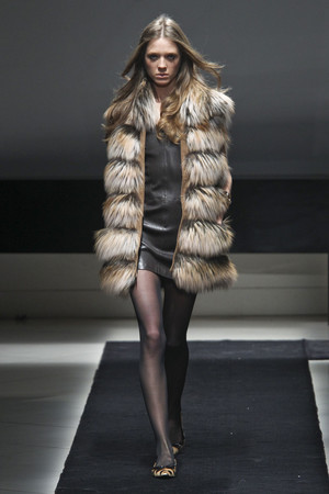 Показ Simonetta Ravizza коллекции сезона Осень-зима 2011-2012 года prêt-à-porter - www.elle.ru - Подиум - фото 242680