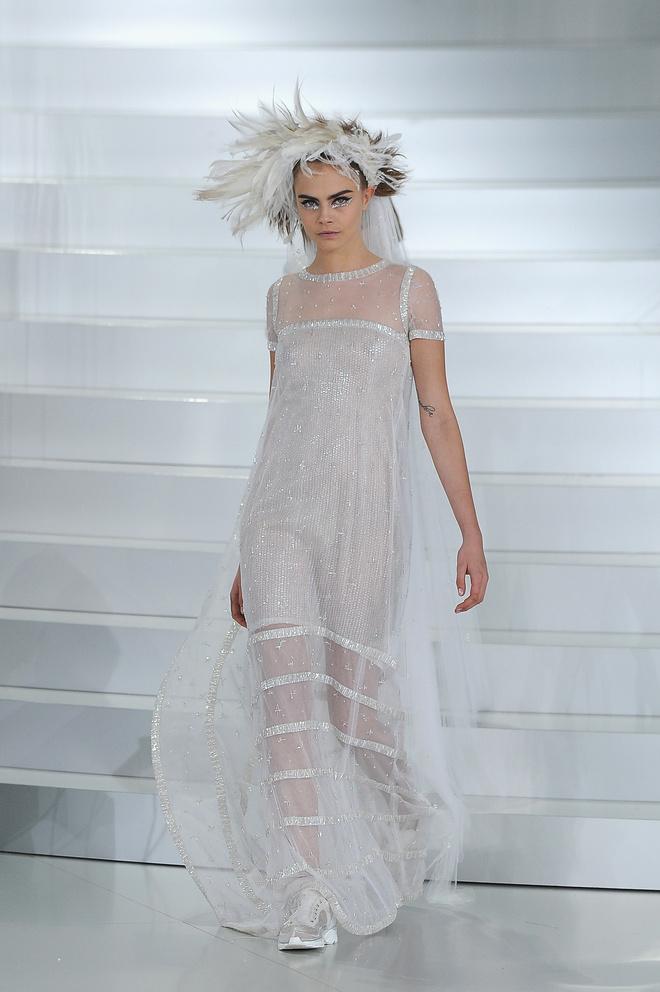 10 знаковых платьев Chanel, созданных Карлом Лагерфельдом (фото 12)