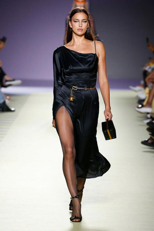 Энциклопедия красоты: 15 супермоделей на показе Versace (фото 3)