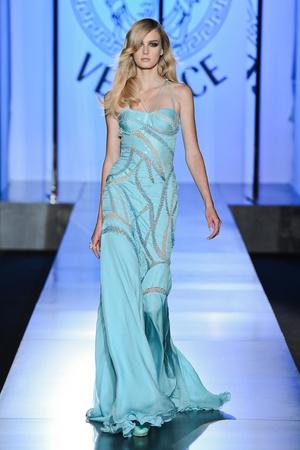 Показ Atelier Versace коллекции сезона Осень-зима 2012-2013 года Haute couture - www.elle.ru - Подиум - фото 402907