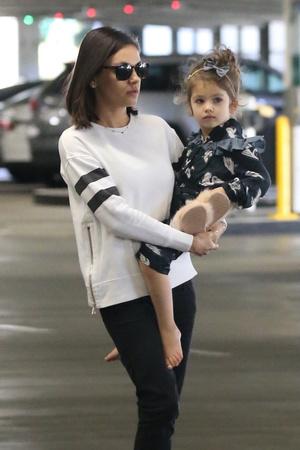 Фото дня: Мила Кунис показала повзрослевшую дочь (фото 3)