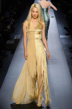 Показ Jean Paul Gaultier коллекции сезона Весна-лето 2015 года Haute couture - www.elle.ru - Подиум - фото 593204
