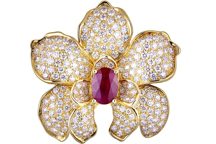 Кольцо Orquideas, желтое золото, рубин, бриллианты, Carrera y Carrera, 1 180 000 руб.