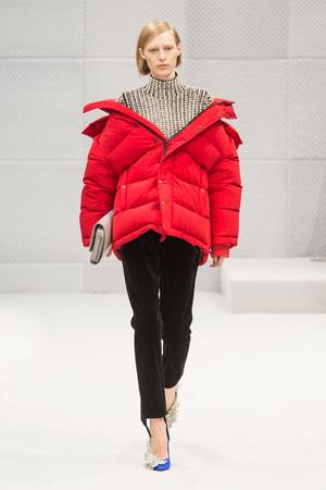 Показы мод Balenciaga Осень-зима 2016-2017 | Подиум на ELLE - Подиум - фото 4551