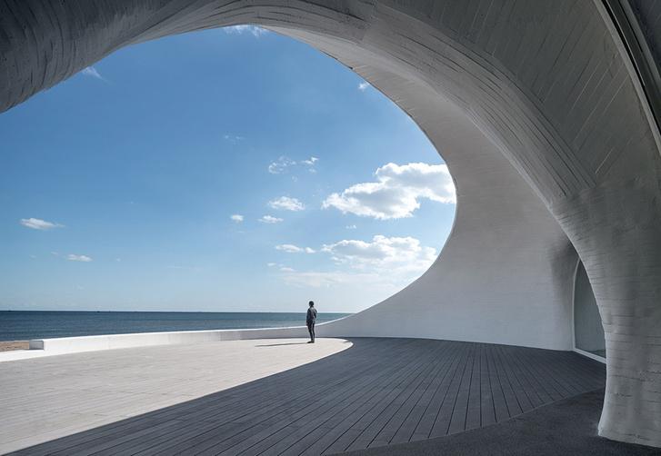 Необычная арт-галерея в песчаной дюне в Китае (фото 3)