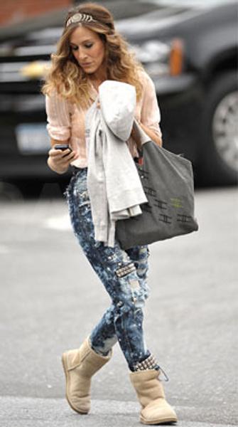 Джинсы, рубашка, диадема и сумка-мешок