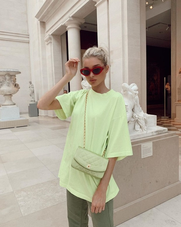 На все лето: 5 неоновых футболок как у Эльзы Хоск (фото 1)