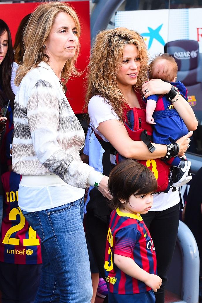 Шакира с сыновьями и матерью Жерара Пике Монсеррат