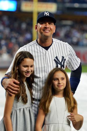 Алекс Родригес с дочерьми Наташей и Эллой