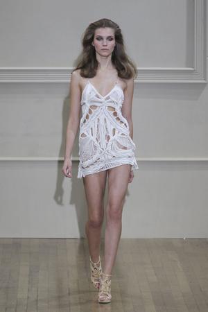 Показы мод Julien Macdonald Весна-лето 2011 | Подиум на ELLE - Подиум - фото 2601