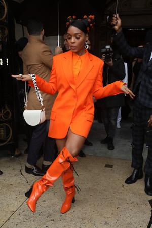 Оранжевый — хит сезона: три гостьи показа Stella McCartney в образах в самом жизнерадостном цвете (фото 1.1)