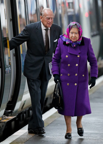 Королевский экспресс: Елизавета II отправилась в Норфолк на обычном поезде (фото 2)