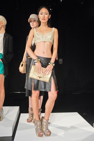 Показы мод Monika Chiang Весна-лето 2013 | Подиум на ELLE - Подиум - фото 1326