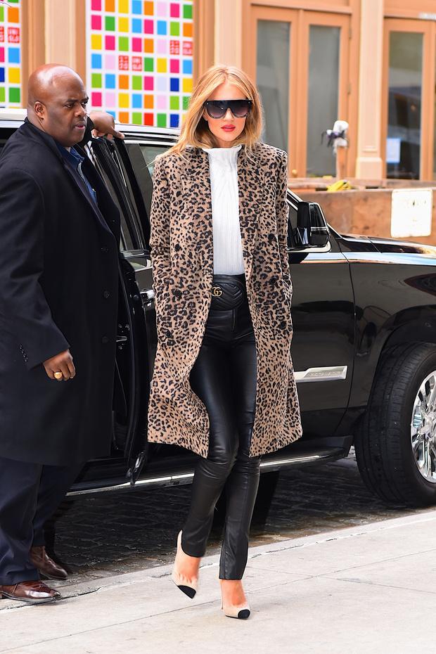 Как носить кожаные брюки? Показывает Рози Хантингтон-Уайтли (фото 1)