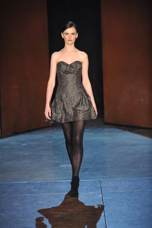 Показ Lefranc Ferrant коллекции сезона Весна-лето 2010 года Haute couture - www.elle.ru - Подиум - фото 139115