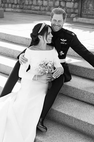 Чем отличаются свадебные портреты Меган и Гарри от фотосессии Кейт и Уильяма? (фото 1.1)