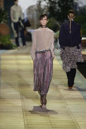 Показы мод Roberto Cavalli Весна-лето 2010 | Подиум на ELLE - Подиум - фото 2968