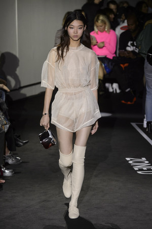 Показы мод Paco Rabanne Весна-лето 2018 | Подиум на ELLE - Подиум - фото 5601