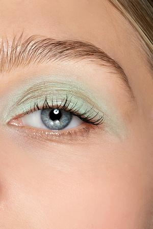 Beauty-тренд сезона: мятно-зеленый (фото 4.2)