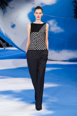 Показ Christian Dior коллекции сезона Осень-зима 2013-2014 года prêt-à-porter - www.elle.ru - Подиум - фото 536958