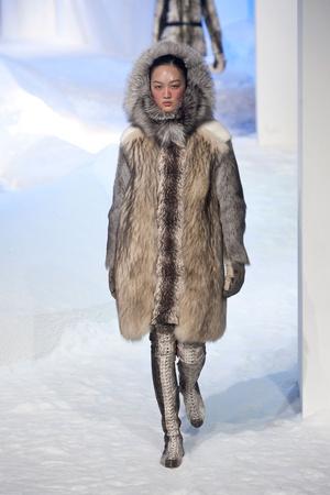 Показы мод Moncler Gamme Rouge Осень-зима 2013-2014 | Подиум на ELLE - Подиум - фото 581