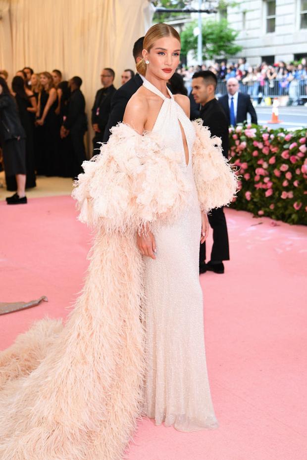 Никаких «голых» платьев, только роскошь: все супермодели на Met Gala (фото 3)