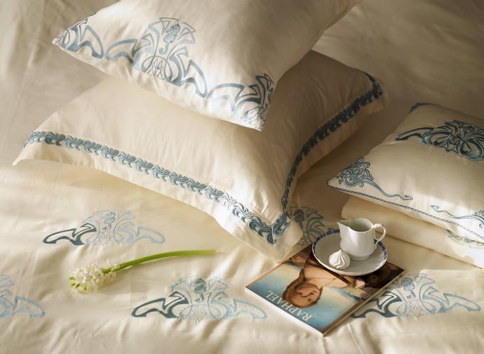 Какого цвета белье застилать на кровать?