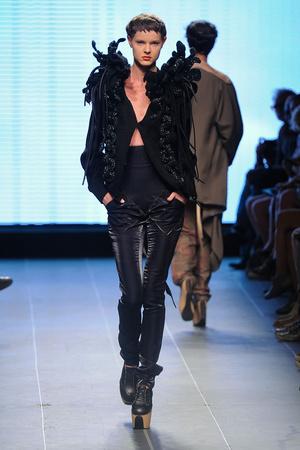 Показы мод Julien Fournie Осень-зима 2011-2012 | Подиум на ELLE - Подиум - фото 2098