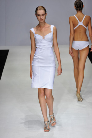 Показ Amanda Wakeley коллекции сезона Весна-лето 2009 года prêt-à-porter - www.elle.ru - Подиум - фото 77347