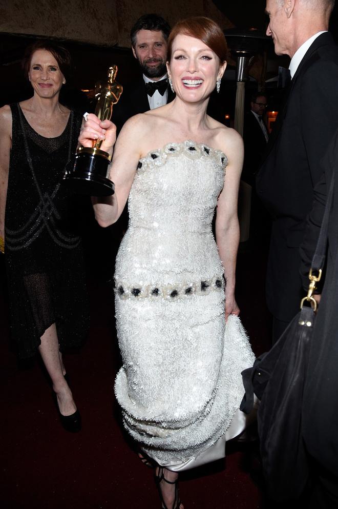 10 знаковых платьев Chanel, созданных Карлом Лагерфельдом (фото 14)