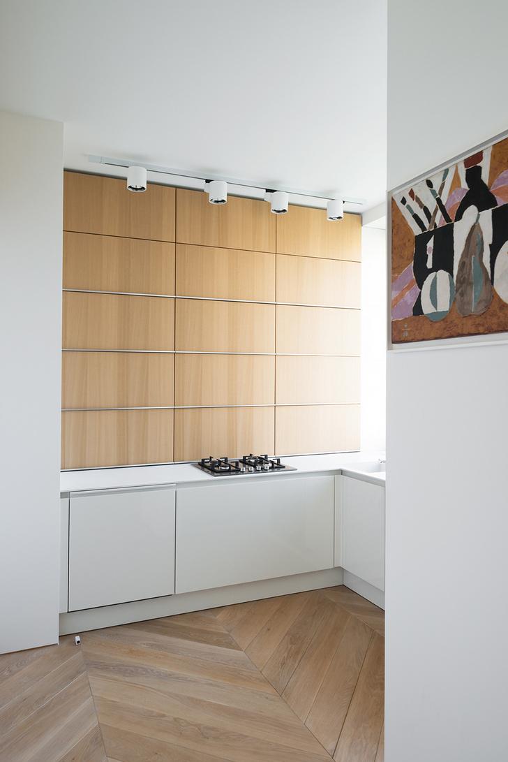Московский минимализм: светлая квартира с деревянными ставнями (фото 8)
