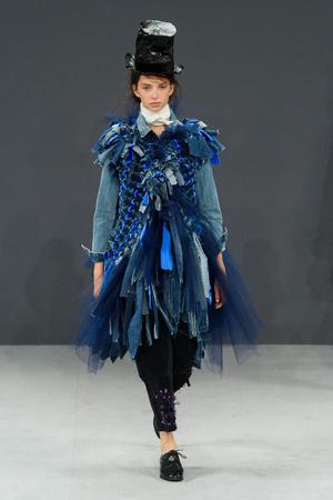 Показ Viktor & Rolf коллекции сезона Осень-зима 2016-2017 года haute couture - www.elle.ru - Подиум - фото 607421
