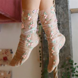 Transparent spring: прозрачные носки Lirika Matoshi с вышивкой, стразами и пайетками (фото 5.1)
