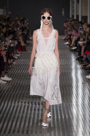 Показы мод No. 21 Весна-лето  2017 | Подиум на ELLE - Подиум - фото 4674