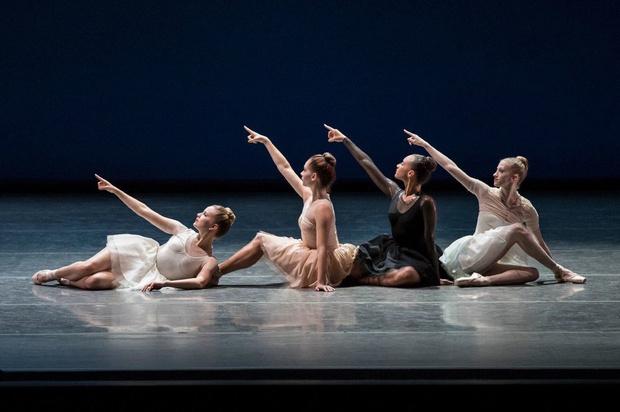 Дизайнеры, которые сотрудничают с хореографами (фото 15)