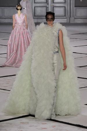 Показ Giambattista Valli коллекции сезона Весна-лето 2015 года Haute couture - www.elle.ru - Подиум - фото 592925