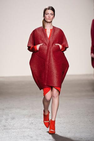 Показы мод Zero + Maria Cornejo Осень-зима 2013-2014 | Подиум на ELLE - Подиум - фото 854