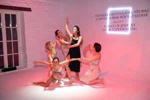 Светлана Бондарчук, Ян Гэ и другие гости показа коллекции высокого ювелирного искусства Atelier TOUS Rosa Oriol (фото 1.1)