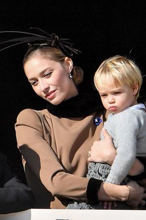 Семейное фото: принцесса Монако Беатрис Борромео впервые показала младшего сына (фото 2)