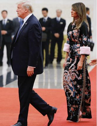 Само совершенство: Мелания Трамп в платье-кимоно Gucci (фото 4)