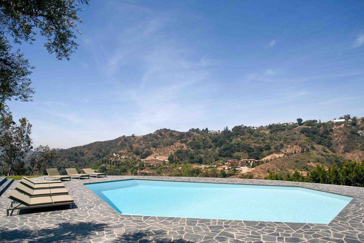 Фронтмен Maroon 5 Адам Левин продает два роскошных дома в Лос-Анжелесе фото [6]