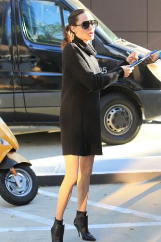 Редкий выход Анджелины Джоли в мини фото [1]