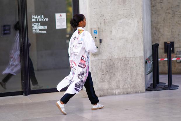 5 способов носить белую рубашку-оверсайз (фото 15)