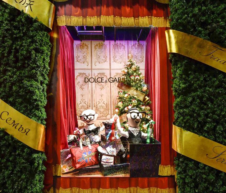 Dolce & Gabbana украсили витрины британского Harrods к Рождеству фото [10]