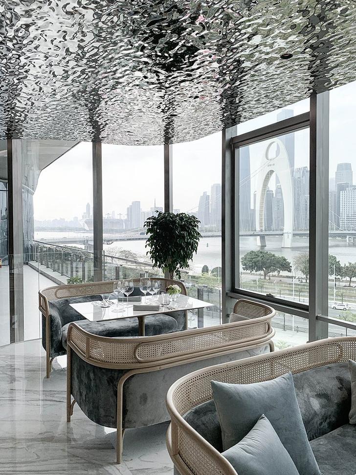 Французский ресторан с зеркальным потолком в Гуанчжоу (фото 0)