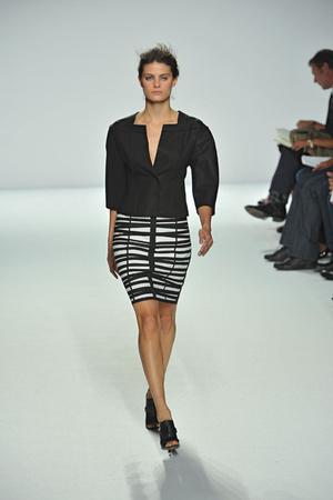 Показы мод Narciso Rodriguez Весна-лето 2009 | Подиум на ELLE - Подиум - фото 3449