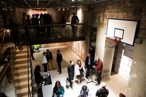 время для искусства: открытие swatch & momma pop-up gallery | галерея [2] фото [1]