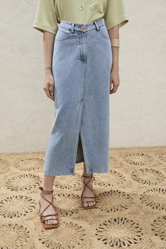 Всего одна юбку на весну — джинсовая миди, как носили наши мамы (фото 8.2)