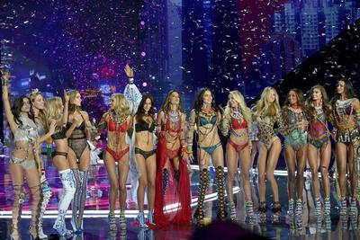 Началось: первые кадры шоу Victoria's Secret в Шанхае (галерея 1, фото 17)