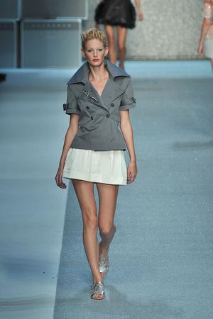 Показ Karl Lagerfeld коллекции сезона Весна-лето 2010 года prêt-à-porter - www.elle.ru - Подиум - фото 120578